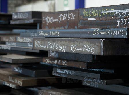 Lohnfertigung überbrückt Materialengpässe – Stets mehr als 1.000 to Material auf Lager