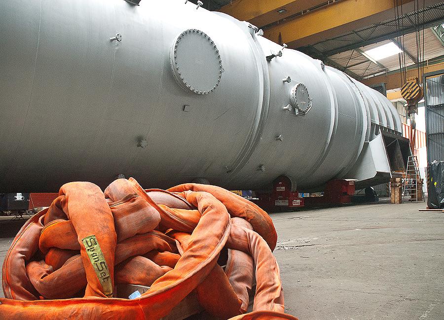 Die Anlage wurde in zwei Teilen zum Binnenhafen transportiert und dort zusammengebaut