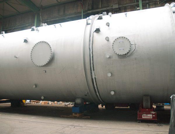 Die Verbindung der beiden Anlagenteile erfolgt in einer angemieteten Verladehalle im Binnenhafen von Voerde