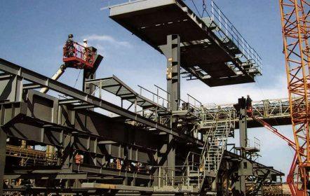 Im Braunkohletagebau bei Hambach haben die von Hilgefort gebauten Verschiebeköpfe und Bandanlagen ein Gesamtgewicht von ca. 2.400 t