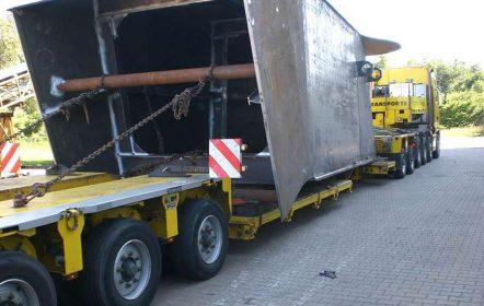 Transport eines 34t schweren Kastenträgers zur Endmontage nach Bremerhaven
