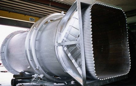 fertiggestellte Abgasleitung in der Montagehalle