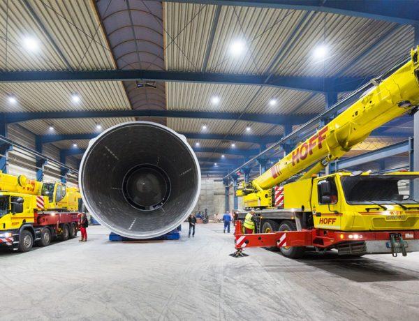 Mobile Kräne zur Verladung der 87 to bzw. 102 to schweren Anlagenteile